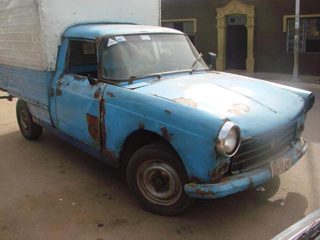 picturing nigeria beat up car